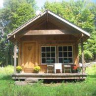 Farmhand Cabin on the stream. Secluded. Short walk to farmhouse.